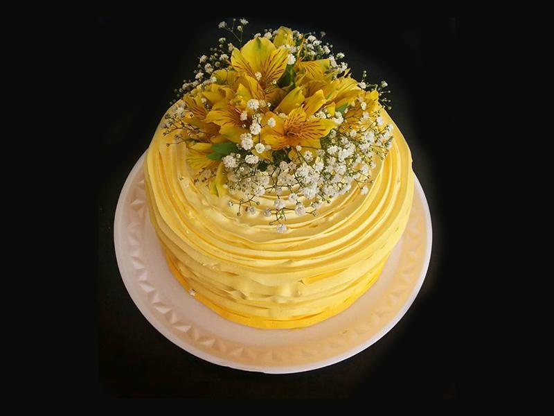 bolo-comemoracoes-diversas-chantilly-decorado